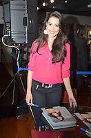 BRASÍLIA - DF - 06.11.2013 – FAN EVENT – A Ring Girl Camila Oliveira durante evento com fãs que antecede a luta do UFC Fight Night Goiânia no dia 09.11.2013. O encontro aconteceu na Fnac do Park Shopping na tarde desta quarta-feira, 06. (Foto: Ricardo Botelho / Brazil Photo Press).