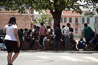 SAO PAULO, SP, 04 DE JANEIRO DE 2012 - CRACOLANDIA - Usuarios de crack sao vistos na rua Duque de Caxias, região central da cidade, após Policia Militar retirar os viciados da Alameda Dino Bueno, bairro de Campos Eliseos, a região é conhecida conhecida como Cracolandia. Foto Ricardo Lou - News Free