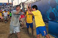 RAVENNA, ITALIA, 10 DE SETEMBRO 2011 - MUNDIAL BEACH SOCCER / BRASIL X PORTUGAL - Jogadores do Brasil, comemora vitoria apos partida contra Portugal , válida pela semi-final do Mundial de Futebol de Areiano Estádio Del Mare, em Ravenna, na Itália, neste sábado (10).FOTO: VANESSA CARVALHO - NEWS FREE