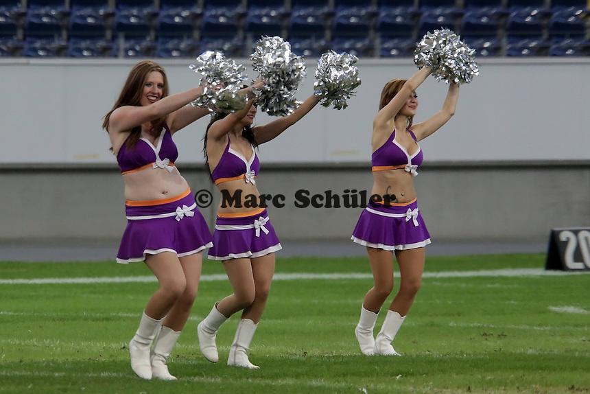 Auftritt der Universe Cheerleader in der Halbzeit - Frankfurt Bembel: Frankfurt Pirates vs. Frankfurt Universe, Commerzbank Arena
