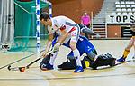 Almere - Zaalhockey  Amsterdam-Den Bosch (m) . Nicky Leijs (Adam)  met Paul Gruijthuijsen (Den Bosch)   TopsportCentrum Almere.    COPYRIGHT KOEN SUYK