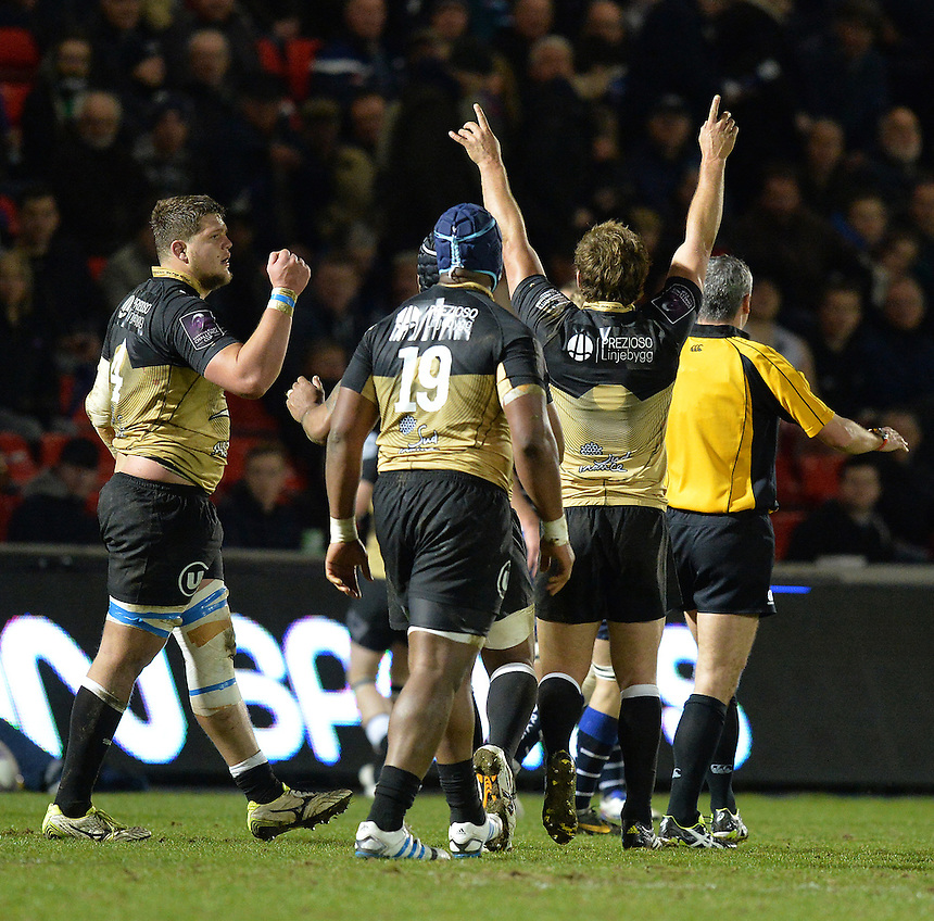 Montpellier players celebrate victory at the final hooter<br /> <br /> Photographer Dave Howarth/CameraSport<br /> <br /> Rugby Union - European Rugby Challenge Cup Quarter Final - Sale Sharks v Montpellier - Friday 8th April 2016 - AJ Bell Stadium - Eccles, Manchester<br /> <br /> &copy; CameraSport - 43 Linden Ave. Countesthorpe. Leicester. England. LE8 5PG - Tel: +44 (0) 116 277 4147 - admin@camerasport.com - www.camerasport.com