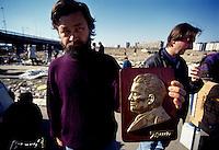 BELGRADO / SERBIA 2011.L'IMMAGINE DI TITO IN VENDITA AL MERCATO DELL'USATO..FOTO LIVIO SENIGALLIESI..BERGRADE / SERBIA 2011.IMAGINE OF JOSIP BROZ TITO ON SALE AT HE SECOND HAND MARKET..PHOTO LIVIO SENIGALLIESI