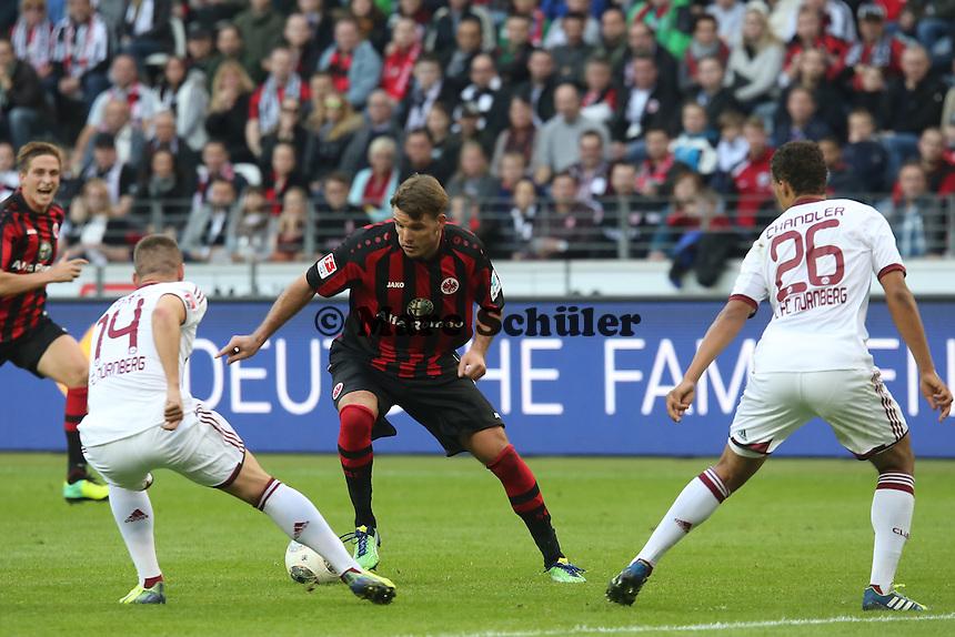 Alex Meier (Eintracht) gegen Robert Mak und Timothy Chandler (Nürnberg)  - Eintracht Frankfurt vs. 1. FC Nuernberg,