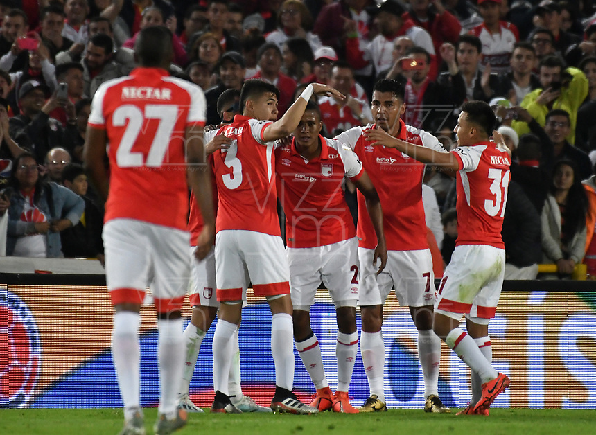 BOGOTÁ-COLOMBIA, 09-11-2019: Fainer Torijano de Independiente Santa Fe, celebra con sus compañeros de equipo después de anotar el segundo gol de su equipo, durante partido de la fecha 1 de los cuadrangulares semifinales entre Independiente Santa Fe y América de Cali, por la Liga Águila II 2019, jugado en el estadio Nemesio Camacho El Campín de la ciudad de Bogotá. / Fainer Torijano of Independiente Santa Fe celebrates with his teammates after scoring the second goal of his team, during a match of the 1 date of the semifinals quarter finals between Independiente Santa Fe and America de Cali, for the Aguila Leguaje II 2019 played at the Nemesio Camacho El Campin Stadium in Bogota city. / Photo: VizzorImage / Luis Ramírez / Staff.