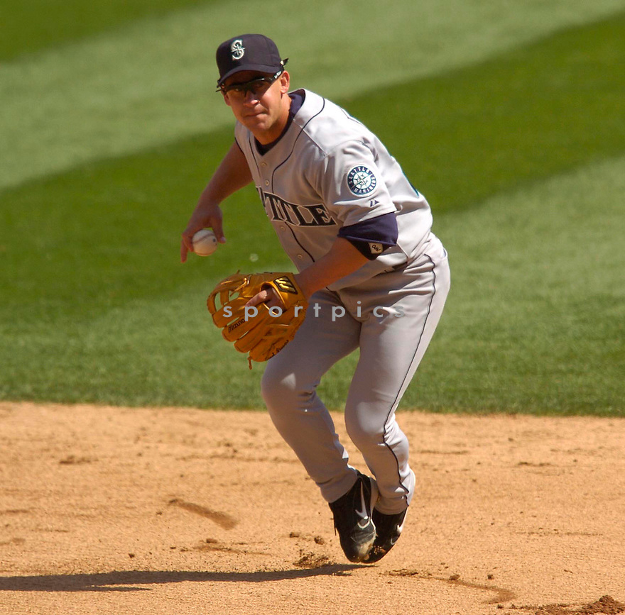 Bret Boone of the Seattle Mariners in action against the Chicago White Sox...Mariners win 2-0..Chris Bernacchi / SportPics