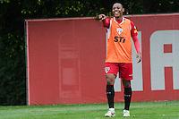 SÃO PAULO, SP, 07 DE OUTUBRO DE 2013 - TREINO SAO PAULO - O jogador Wellinghton, durante treino do São Paulo, no CT da Barra Funda, região oeste da capital, na tarde desta segunda feira, 07.  FOTO: ALEXANDRE MOREIRA / BRAZIL PHOTO PRESS