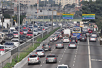 SÃO PAULO, SP, 29.06.2016 – TRÂNSITO-SP - Trânsito intenso em ambos sentidos na Av. Rubem Berta, próximo ao Aeroporto de Congonhas, zona sul de São Paulo na manhã desta quarta-feira (29).(Foto: Renato Gizzi/Brazil Photo Press)