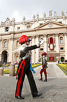 Un ufficiale dei Carabinieri ed una Guardia Svizzera in Piazza San Pietro prima dell'inizio della Messa di Pasqua celebrata da Papa Francesco. Città del Vaticano, 16 aprile, 2017.<br /> A Carabinieri officer an a Swiss Guarda before the start of the Easter mass led by Pope Francis in Saint Peter's Square at the Vatican, on April 16, 2017<br /> UPDATE IMAGES PRESS/Isabella Bonotto<br /> <br /> STRICTLY ONLY FOR EDITORIAL USE