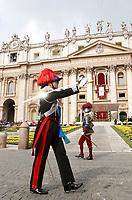 Un ufficiale dei Carabinieri ed una Guardia Svizzera in Piazza San Pietro prima dell'inizio della Messa di Pasqua celebrata da Papa Francesco. Citt&agrave; del Vaticano, 16 aprile, 2017.<br /> A Carabinieri officer an a Swiss Guarda before the start of the Easter mass led by Pope Francis in Saint Peter's Square at the Vatican, on April 16, 2017<br /> UPDATE IMAGES PRESS/Isabella Bonotto<br /> <br /> STRICTLY ONLY FOR EDITORIAL USE