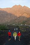 Ascension du volcan. Ile de FogoL'ascension du Pico de Fogo (2829 m) necessite 5 à 6 heures d ascension pour gravir les 1000 m de denivelee.