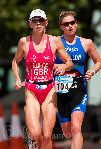02 AUG 2009 - LONDON, GBR - Second and third in the Elite Womens race, Liz Blatchford and Jodie Swallow- London Triathlon .(PHOTO (C) NIGEL FARROW)