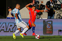 Action photo during the match Argentina vs Chile at Levis Stadium Copa America Centenario 2016. ---Foto  de accion durante el partido Argentina vs Chiler, En el Estadio de la Universidad de Phoenix, Partido Correspondiante al Grupo - D -  de la Copa America Centenario USA 2016, en la foto: (i)-(d) Javier Mascherano, Alexis Sanchez<br /> <br /> --- 06/06/2016/MEXSPORT/PHOTOSPORT/ Andres Pina