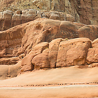 Red sandstone cliff formation above lake Powell