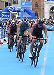 06.07.2019,  Innenstadt, Hamburg, GER, Hamburg Wasser World Triathlon, Elite Mainner, im Bild die Triathleten auf dem Fahrrad auf dem Rathausplatz mit Sieger Jacob Birtwhistle (AUS) Foto © nordphoto / Witke *** Local Caption ***