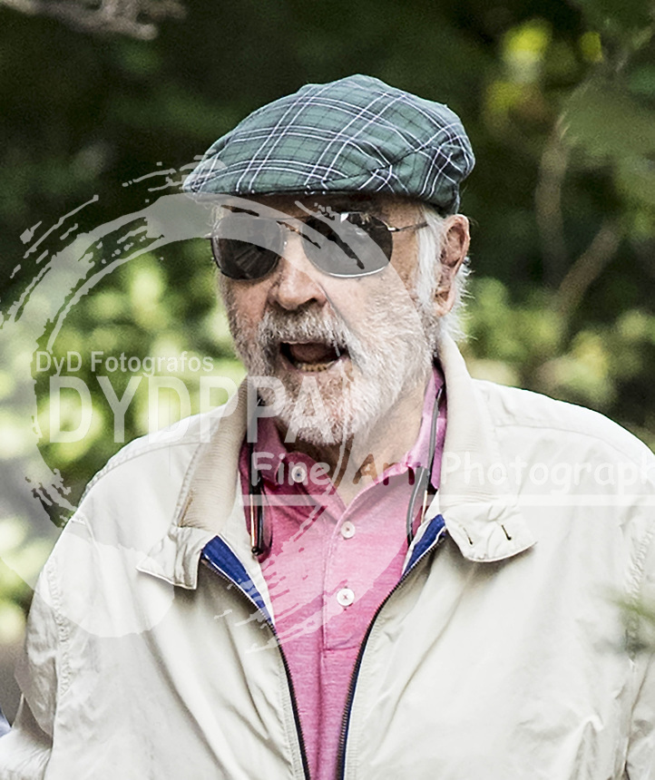 New York<br /> ************WORLD MANAGED******<br /> <br /> ----------------------------------<br /> SEAN CONNERY SHOWS HIS STRENGTH AT 87 YEARS OLD AS HIS CARETAKER AND DRIVER TAKES HIM TO A MEDICAL OFFICE IN MANHATTAN<br /> -----------------------------------<br /> ----------------------------------------------------