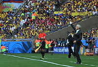 BELO HORIZONTE - BRASIL -14-06-2014. Jose Pekerman técnico de Colombia (COL) gesticula durante partido del Grupo C contra  Grecia (GRC) por la Copa Mundial de la FIFA Brasil 2014 jugado en el estadio Mineirao de Belo Horizonte./ TJose Pekerman coach of Colombia (COL) gestures during the Group C match against Grece (GRC) dfor the 2014 FIFA World Cup Brazil played at Mineirao stadium in Belo Horizonte. Photo: VizzorImage / Alfredo Gutiérrez / Contribuidor