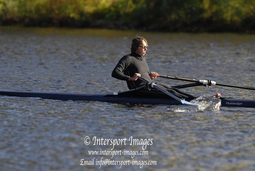 Boston, Massachusetts, Senior-Masters Men's Single M1X, Igor MEIJER, sculling between the Western Ave Bridge and  Weeks Footbridge, competing in the Forty second Head of the Charles, 21/10/2006.  Photo  Peter Spurrier/Intersport Images...[Mandatory Credit, Peter Spurier/ Intersport Images] Rowing Course; Charles River. Boston. USA