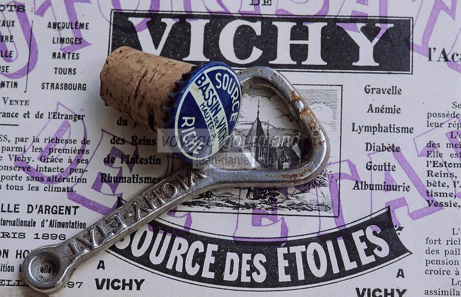 Europe/France/Auvergne/03/Allier/Vichy: décapsuleur et étiquette Eau de Vichy