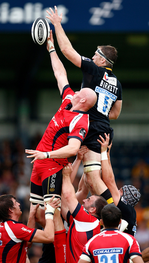 Photo: Richard Lane/Richard Lane Photography.London Wasps v Worcester Warriors. Guinness Premiership. 20/09/2009. Wasps' Richard Birkett wins a lineout as Warriors' Craig Gillies challenges.