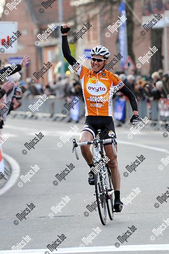 2012-03-18 / wielrennen / Grote Prijs Wilfried Peeters / Floris Smeyers komt als winnaar over de streep