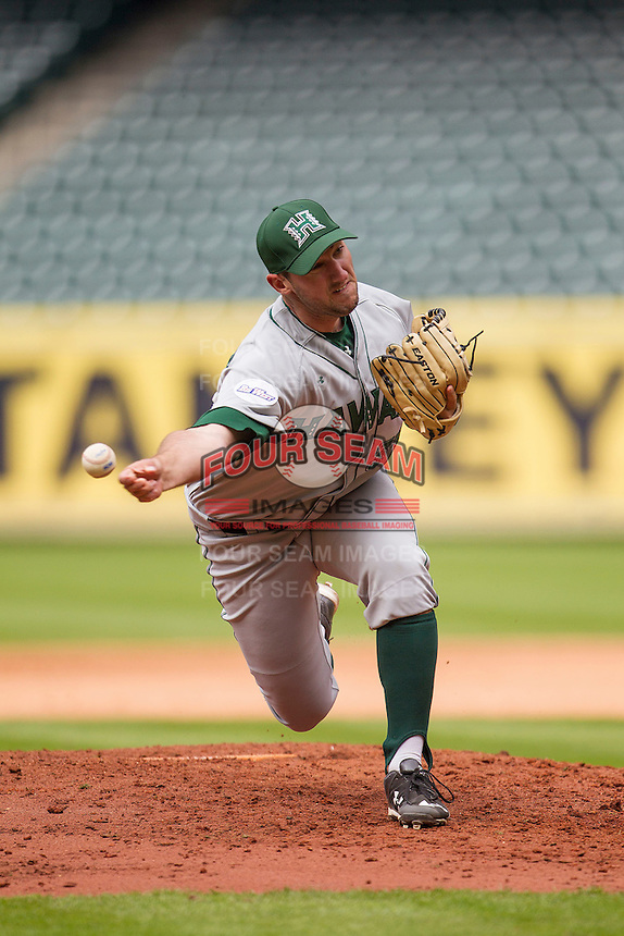 Hawaii Rainbow Warriors pitcher Eric Gleese (37) delivers a pitch to the plate during the NCAA baseball game against the Nebraska Cornhuskers on March 7, 2015 at the Houston College Classic held at Minute Maid Park in Houston, Texas. Nebraska defeated Hawaii 4-3. (Andrew Woolley/Four Seam Images)