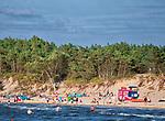 Rowy, 2018.08.04. Letnie kąpielisko Rowy Wschód o długość linii brzegowej 400 m i jednym zejściu na plażę. PAP/Jerzy Ochoński
