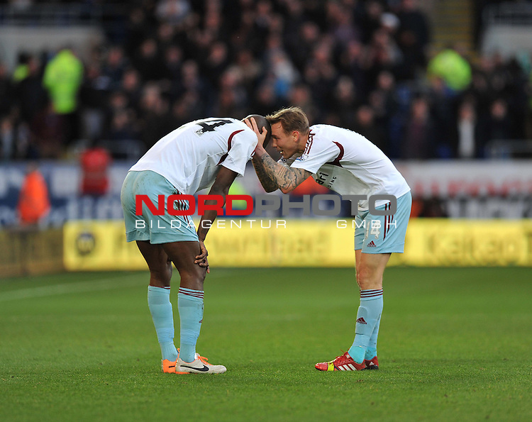 West Ham United&rsquo;s Matthew Taylor congratulats West Ham United&rsquo;s Carlton Cole on his goal. -  11/01/2014 - SPORT - FOOTBALL - Cardiff City Stadium - Cardiff - Cardiff City v West Ham United - Barclays Premier League<br /> Foto nph / Meredith<br /> <br /> ***** OUT OF UK *****