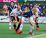 AMSTELVEEN  -  Billy Bakker (Adam) met Morris de Vilder (Pinoke)  Hoofdklasse hockey dames ,competitie, heren, Amsterdam-Pinoke (3-2)  . COPYRIGHT KOEN SUYK