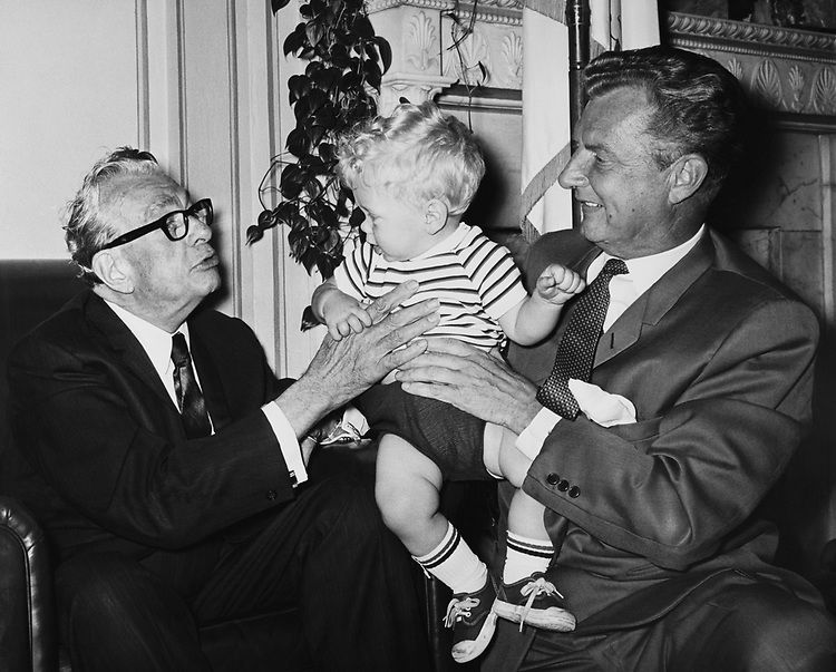 Rep. Harold R. Collier, R- Ill. With his grandson, who looks a little like Dickson. (Photo by Mickey Senko/CQ Roll Call)