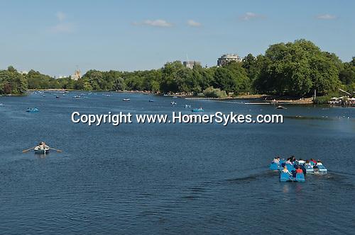 Serpentine Lake Hyde Park London Uk Tourists