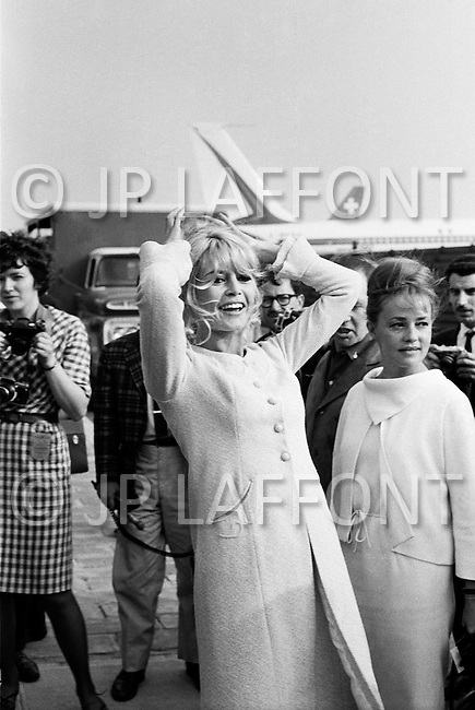 "1965, Jamaica, Queens, New York City, New York State, USA. French actresses Brigitte Bardot and Jeanne Moreau arrive at JFK Airport in New York to promote the film ""Viva Maria"", directed by Louis Malle. Image by © JP Laffont"
