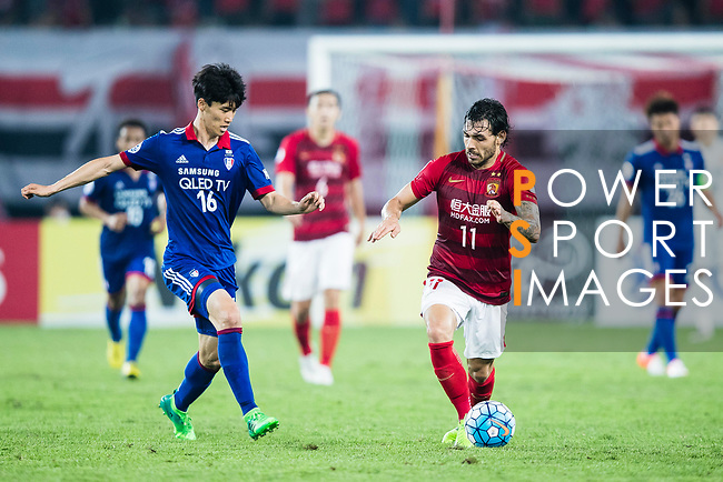 Guangzhou Forward Ricardo Goulart (R) in action against Suwon Midfielder Lee Jong Sung (L) during the AFC Champions League 2017 Group G match between Guangzhou Evergrande FC (CHN) vs Suwon Samsung Bluewings (KOR) at the Tianhe Stadium on 09 May 2017 in Guangzhou, China. Photo by Yu Chun Christopher Wong / Power Sport Images