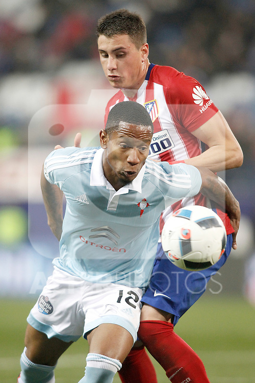 Atletico de Madrid's Jose Maria Gimenez (r) and Celta de Vigo's Theo Bongoda during Spanish Kings Cup match. January 27,2016. (ALTERPHOTOS/Acero)