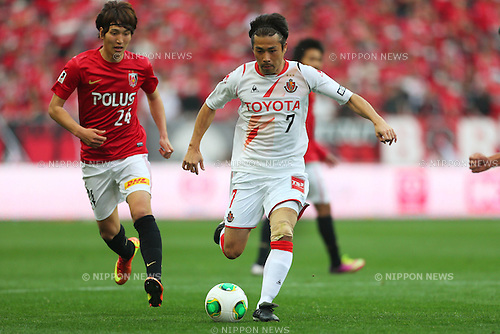 (L to R) Genki Haraguchi (Reds), Naoshi Nakamura (Grampus), .March 9, 2013 - Football / Soccer : .2013 J.LEAGUE Division 1, 2nd Sec .match between Urawa Reds 1-0 Nagoya Grampus .at Saitama Stadium 2002, Saitamai, Japan. .(Photo by Daiju Kitamura/AFLO SPORT) [1045]