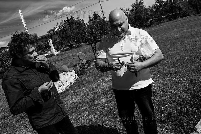 Montegrosso (BA) - Ristorante Antichi sapori. Pietro Zito con il suo amico scultore Vito Maiullari