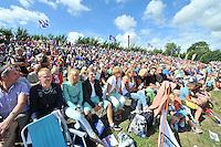 FIERLJEPPEN: WINSUM: 10-08-2013, Fries kampioenschap Fierljeppen, publiek, ©foto Martin de Jong