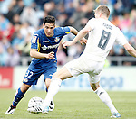 Getafe's Emi Buendia (l) and Real Madrid's Toni Kroos during La Liga match. April 16,2016. (ALTERPHOTOS/Acero)