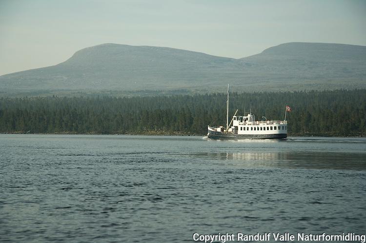 Passasjerbåten Femund II på Femunden en sommerdag. ----- The passenger boat Femund II on lake Femunden.