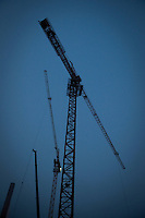 Evening vertical view of construction cranes at a construction site Jie Fang Bei Lu in the Heping District in Tiānjīn.  © LAN