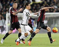 Calcio, Serie A: Juventus vs Milan. Torino, Juventus Stadium, 21 novembre 2015. <br /> AC Milan&rsquo;s Riccardo Montolivo, right, is challenged by Juventus&rsquo; Hernanes during the Italian Serie A football match between Juventus and AC Milan at Turin's Juventus stadium, 21 November 2015. Juventus won 1-0.<br /> UPDATE IMAGES PRESS/Isabella Bonotto