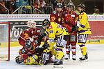 Duesseldorfs Ryan McKiernan (Nr.58) und Krefelds Greger Hanson (Nr.26)  haben sich auf dem Eis liegend noch einiges zu sagen beim Spiel in der DEL, Duesseldorfer EG (rot) - Krefeld Pinguine (gelb).<br /> <br /> Foto © PIX-Sportfotos *** Foto ist honorarpflichtig! *** Auf Anfrage in hoeherer Qualitaet/Aufloesung. Belegexemplar erbeten. Veroeffentlichung ausschliesslich fuer journalistisch-publizistische Zwecke. For editorial use only.