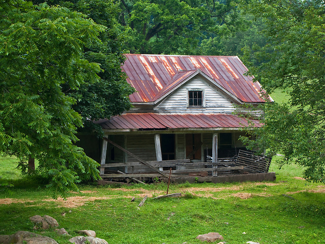Old farmhouse in summer, Carter County