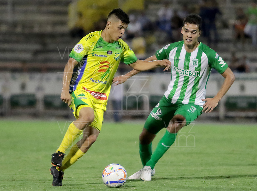 NEIVA - COLOMBIA, 23-09-2018: Kevin Agudelo (Izq) jugador del Atlético Huila disputa el balón con Felipe Aguilar (Der) del Atletico Nacional durante partido por la fecha 11 de la Liga Águila II 2018 jugado en el estadio Guillermo Plazas Alcid de la ciudad de Neiva. / Kevin Agudelo (L) player of Atletico Huila fights for the ball with Felipe Aguilar (R) player of Atletico Nacional during match for the date 11 of the Aguila League II 2018 played at Guillermo Plazas Alcid in Neiva city. VizzorImage / Sergio Reyes / Cont