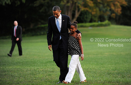United States President Barack Obama walks with daughter Malia, Sunday,  August 29, 2010 upon their return to the White House in Washington, DC.  The First Family completed their 10-day vacation on Martha's Vineyard and spent Sunday in Louisiana..Credit: Olivier Douliery / Pool via CNP