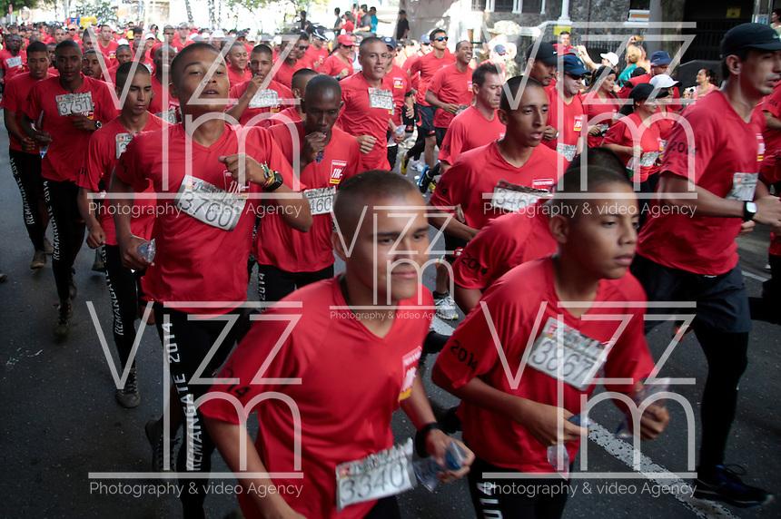 """CALI -COLOMBIA-06-04-2014. La Carrera: """"Presta tu Pierna 11K, Corre contra las Minas"""" se realizó hoy, 6 de abril de 2014, por las calles de la ciudaad de Cali./ The Race: """"Presta tu Pierna 11K, Corre contra las Minas"""", was made today, April o6 2014, by the streets of the Cali city.  Photo: VizzorImage/Juan C. Quintero/STR"""