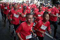 "CALI -COLOMBIA-06-04-2014. La Carrera: ""Presta tu Pierna 11K, Corre contra las Minas"" se realizó hoy, 6 de abril de 2014, por las calles de la ciudaad de Cali./ The Race: ""Presta tu Pierna 11K, Corre contra las Minas"", was made today, April o6 2014, by the streets of the Cali city.  Photo: VizzorImage/Juan C. Quintero/STR"