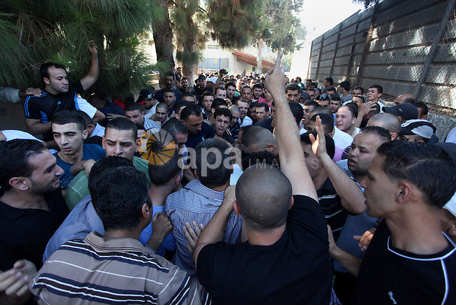 Relatives mourn the deaths of two Palestinians shot dead by Israeli troops, at a hospital in the West Bank city of Ramallah August 26, 2013. Israeli troops on Monday shot dead two Palestinians and wounded more than a dozen in an early morning raid to arrest a suspected militant in a refugee camp near Jerusalem, Palestinian medical sources told Reuters. An Israeli police spokesman said a clash erupted when border police carrying out an arrest raid were confronted by Palestinians who threw firebombs and rocks at them. Photo by Issam Rimawi