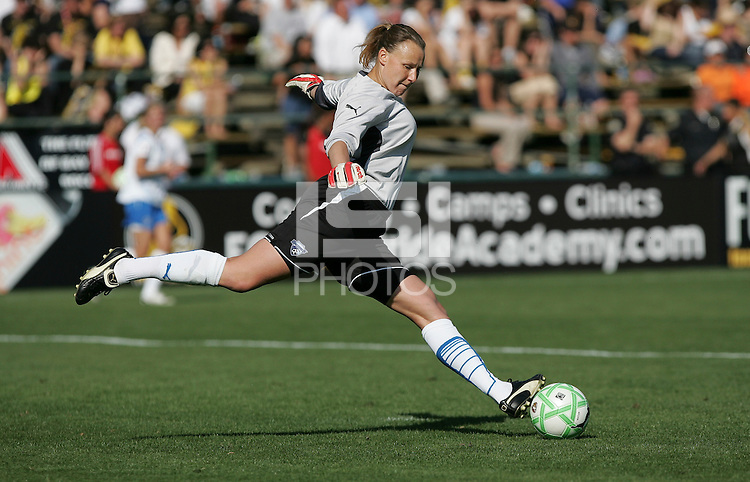 Kristin Luckenbill kicks the ball. FC Gold Pride defeated the Boston Breakers 2-1 at Buck Shaw Stadium in Santa Clara, California on April 5th, 2009. Photo by Kelley Cox /isiphotos.com