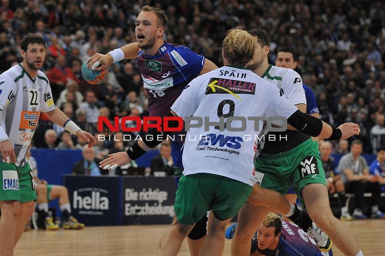 05.10.13, O2 World, Hamburg, GER, HBL, HSV Hamburg (GER) vs Frisch Auf Goeppingen (GER),  im Bild Henrik Toft Hansen (Hamburg #15) setzt sich gegen Manuel Spaeth (Sp&radic;&sect;th Goeppingen #09) durch// during match at O2 World 2013/10/05,Hamburg<br /> Foto &not;&copy; nph/ Witke *** Local Caption ***